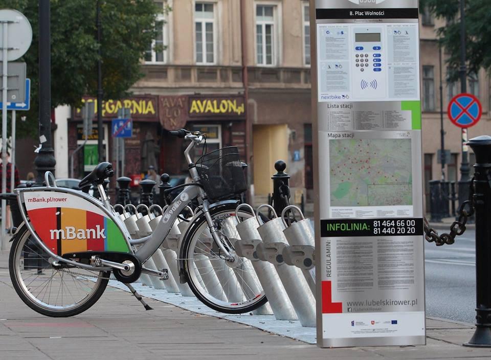 Stacja rowerowa w Lublinie na Placu Wolności. źródło:https://www.facebook.com/LubelskiRower