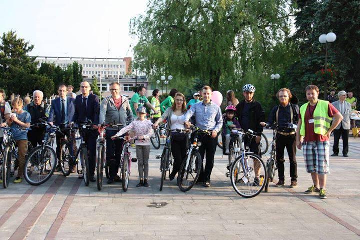 Rower łączy środowisko samorządowe (UM Świdnik, UM Lublin Starostwo Powiatowe w Świdniku) z organizacją rowerową:) 3 urodziny ŚMK to: - edukacja rowerowa we wszystkich szkołach - pierwsze pasy rowerowe w Świdniku.