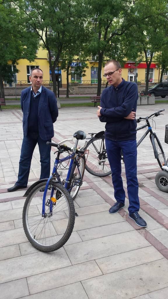 Tomasz Szydło oraz Jakub Osina na wspólnym przejeździe rowerowym.
