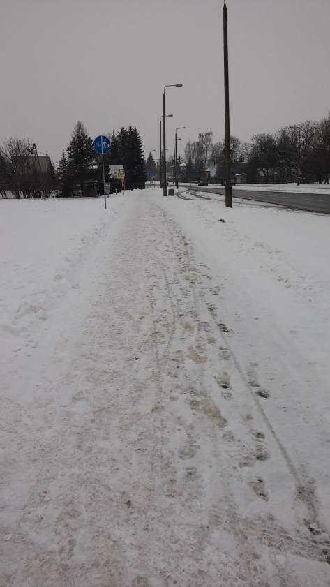 Nieodśnieżone drogi dla rowerów.