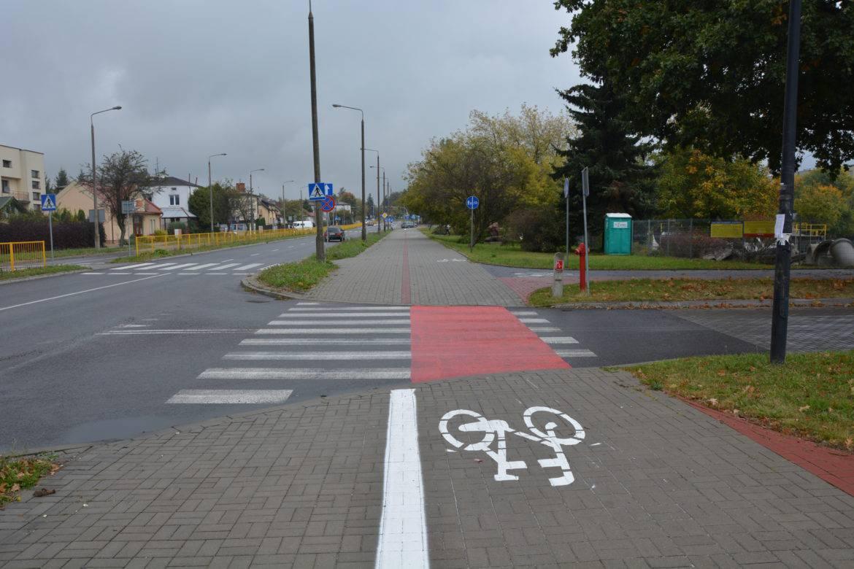 Nie musimy schodzić z roweru.